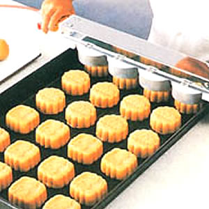 Full Auto. Production Line for Pineapple Cake, Moon Cake, Maamoul, Hopia - Quick Moon Cake Extrude Machine