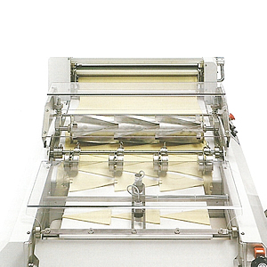 Full Automatic Croissant Machine - Cutting device